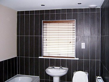 Woodslat Venitian Blind fitted to a bathroom window